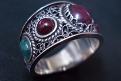 /King Moment/ Sterling Silver Filigree Rings / Dimension 1.2 x 0.2 cm / three Ruby 0.8 x 0.6 cm, two Sapphire 0.4 x 0.3 cm, two Smaragd - Emerald 0.3 x 0.2 cm